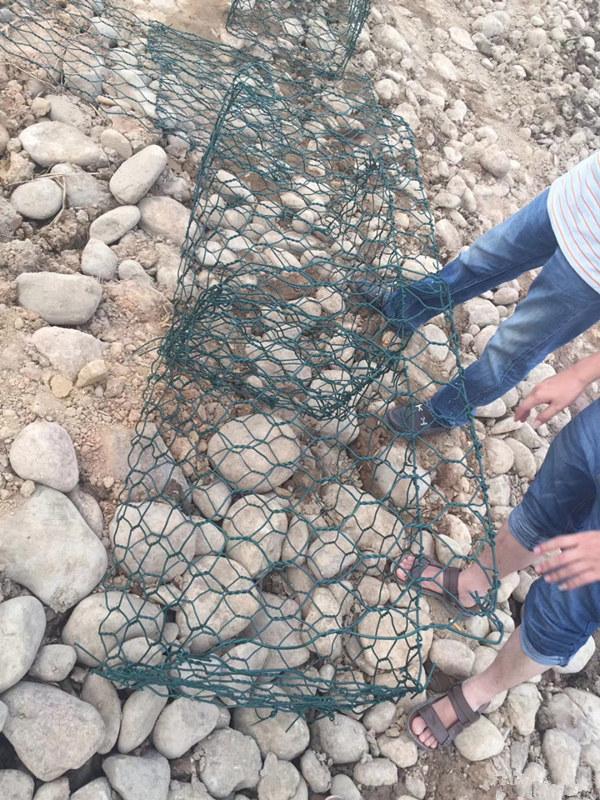 铅丝石笼网施工现场图片