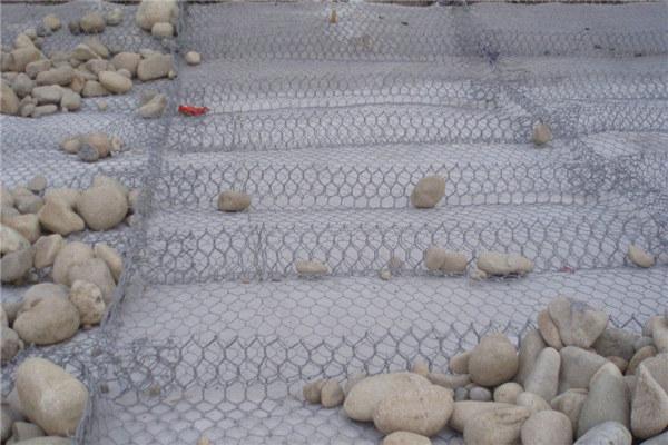 铅丝石笼网用于护坡防护