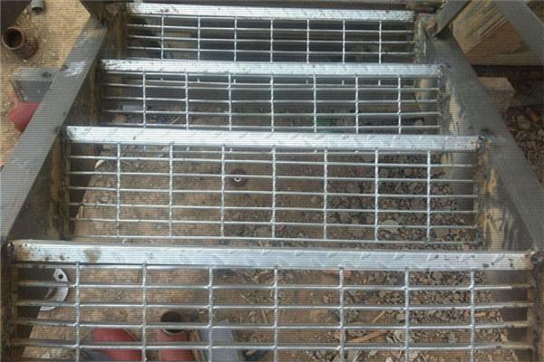 钢架楼梯踏步板效果图